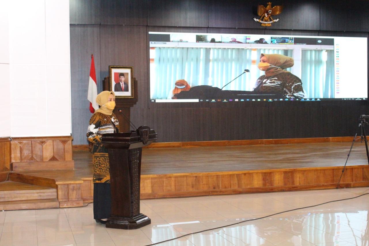 Pengadilan  Negeri Surakarta Sosialisasikan Inovasi Layanan Aplikasi   Kembang    Desa ( Kemitraan Membangun Desa )  Bekerja Sama Dengan Pemerintah Kota Surakarta