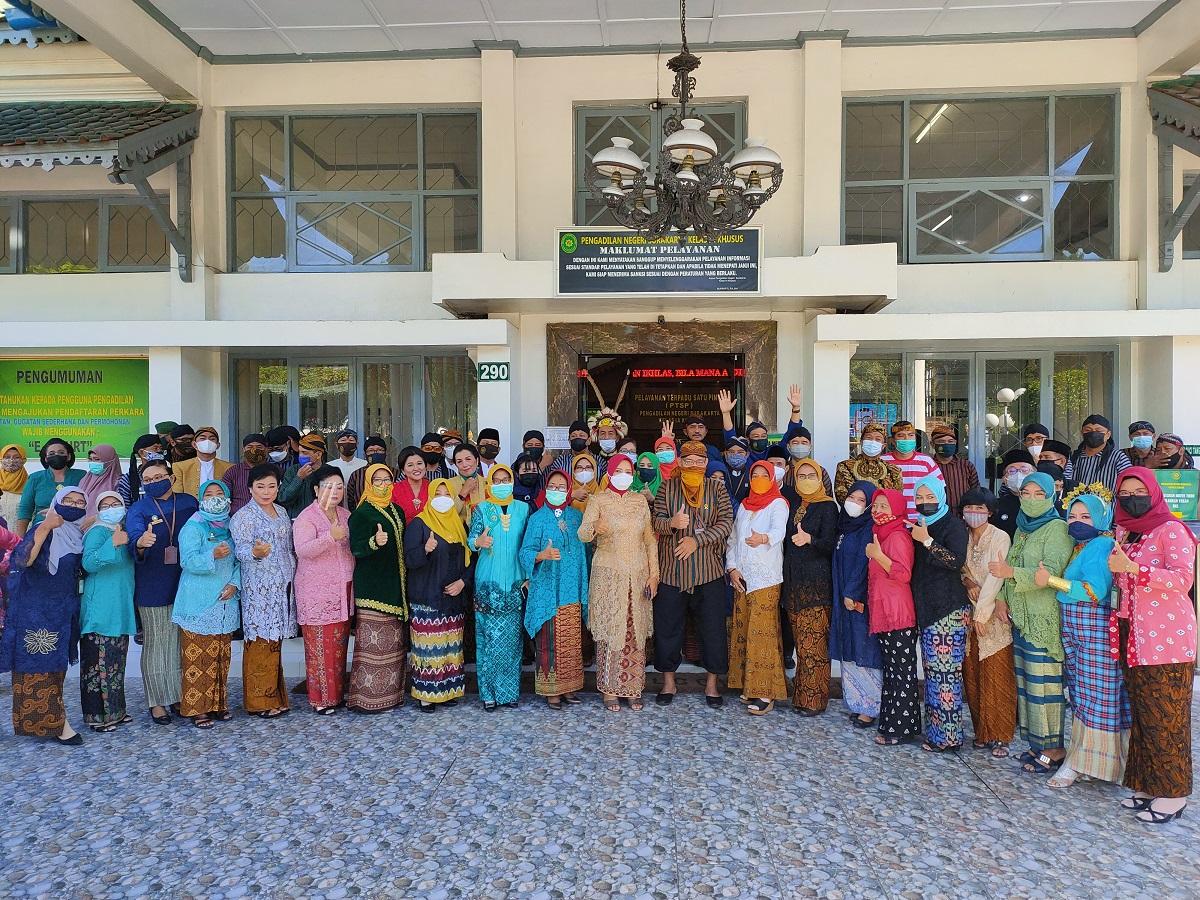 Pengadilan Negeri Surakarta Kelas IA Khusus sambut Hari Kartini dengan Bakti Sosial