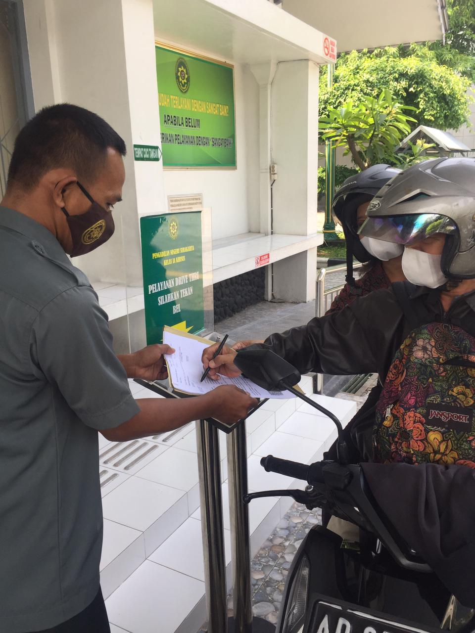 Drive Thru EraTerang (Pengambilan Surat Keterangan melalui Layanan Drive Thru) Pengadilan Negeri Surakarta,